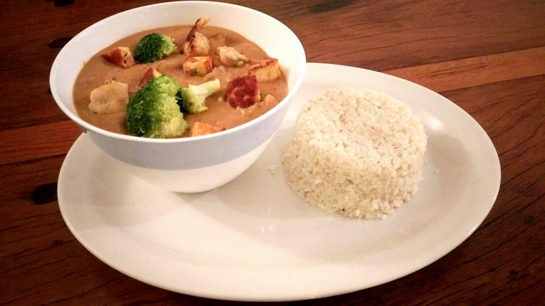 Low Carb vegetarisches Curry mit Blumenkohlreis