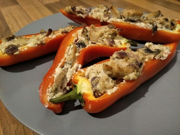Low Carb gefüllte Paprika mit Hähnchen und Ricotta