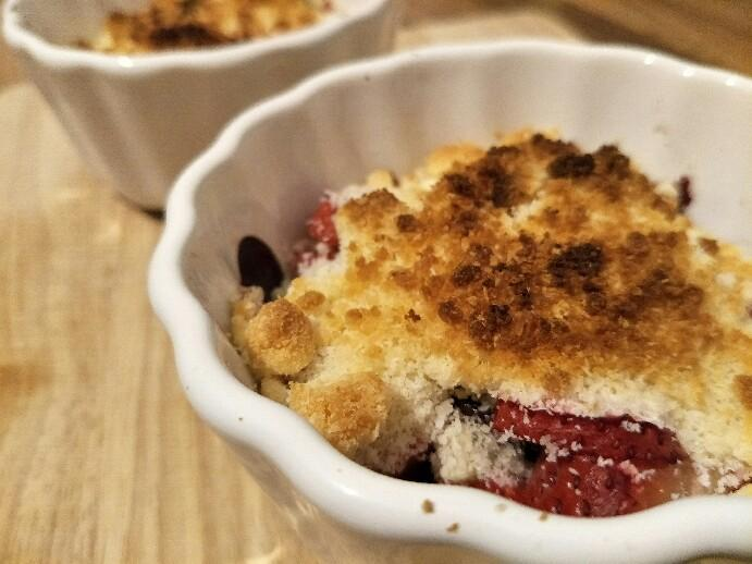 Low Carb Erdbeer Crumble