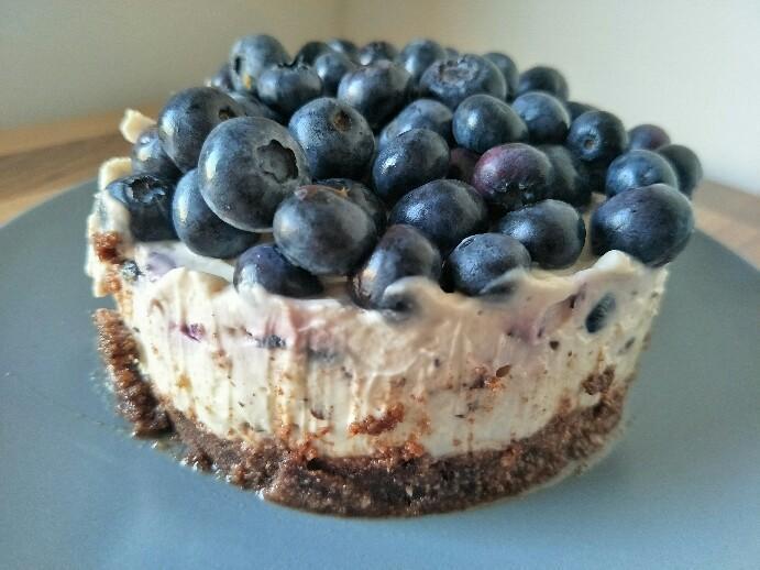 Low Carb No Bake Blaubeer-Cheesecake